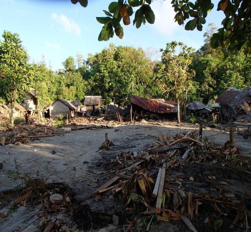 Tsunamivarning efter skalv vid salomonoarna
